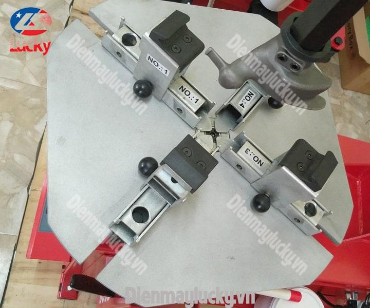 Máy Ra Vào Lốp Xe Tải Rotaly Ry 806 (5) Min (1)
